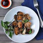 Clams with Chili and Basil